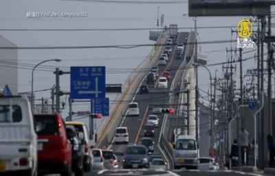 影/日本第一拉麵橋在這!近90度超斜橋面,像通往天際