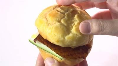 片皮鴨夾進港式菠蘿包 甜點鴨蛋布丁
