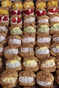 行天宮音速秒殺甜點是「它」?15種口味爆餡泡芙,比拳頭還大只要銅板價