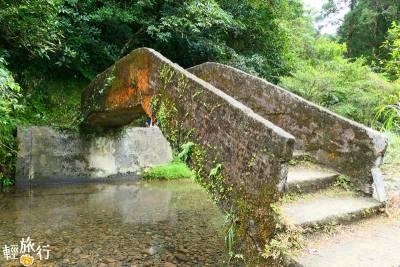 新北│探訪秘境中的秘境!走進最平緩古道,沿著清澈溪流,登高眺望龜山島!