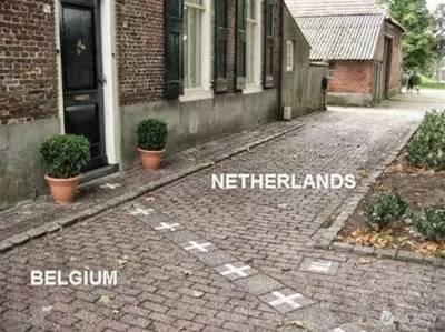 來看看各國邊界長什麼樣子 想像一分鐘居然能跑三個國家!