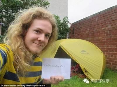 為了省錢,這位同學竟然在別人家後院裡搭起了帳篷..一住就是10個月..