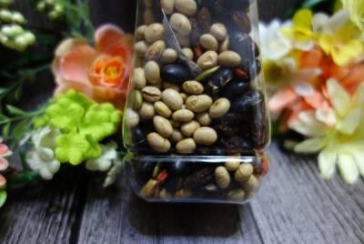 花生咯咯 好吃花生推薦 採用台灣在地食材 隨身瓶裝設計 獨家配方不含防腐劑 真空新鮮 多種口味
