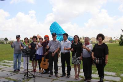 布袋分局長與音樂家合力創作 「高跟鞋教堂」有主題曲了