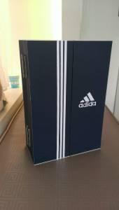 本來以為這是鞋盒或是手工卡片,沒想到這是冰箱!一打開,看到裡面所有人都尖叫了!我也要一台!