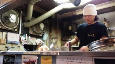 在日本,一家只有男人才會走進去的拉麵店