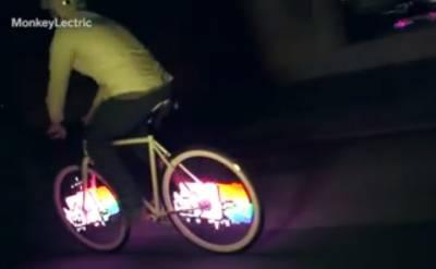 超拉風!只要踩腳踏車,輪子就會有超酷炫LED「動畫」圖案!晚上騎腳踏車也不怕危險啦!