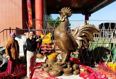紫南宮發雞年錢母 4萬人排隊7公里求發財