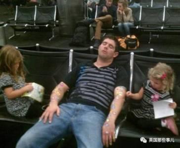 那些年被飛機延誤 堵車逼瘋的人都干過些什麼事兒!