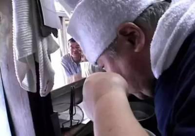 4小時賣出200碗拉麵,他在9平米小店做面46年,被稱為拉麵之神