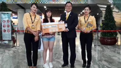 台灣虎航開航300萬名乘客出爐 幸運兒獲贈免費機票