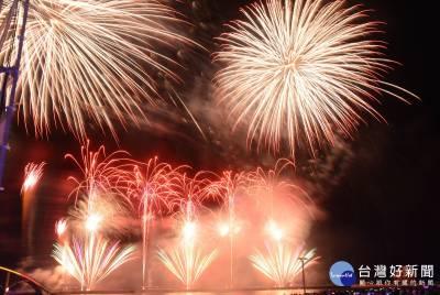 澎湖國際海上花火節 20分鐘燦爛奪目煙火劃下句點