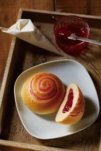 咬一口「草莓果粒」好幸福!Step by Step,酸甜愛戀的《草莓果醬麵包》DIY,重溫最難忘的童年回憶!