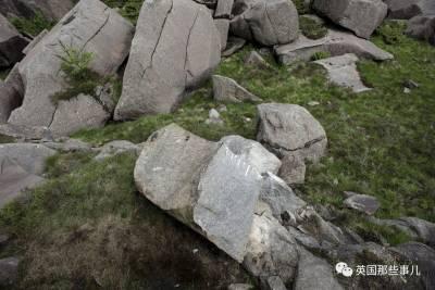 挪威人最近傷心了...他們的頂天丁丁石,斷了....