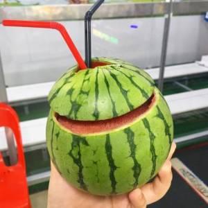 最近韓國流行這樣吃西瓜!這款人手一個的網紅單品你GET了嗎