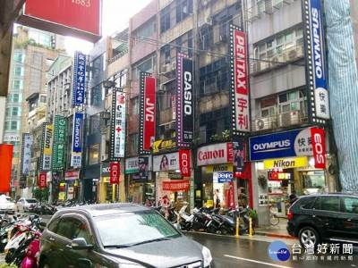 相機街 影音街 書店街 鞋子街 走進北門,街拍老台北美麗身影