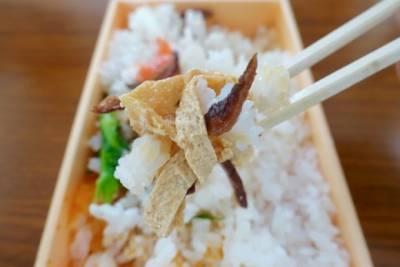 這就是日本1天狂賣23萬個的「幽靈壽司」,只開放4天,重點就在「掀起白飯底下」的那一幕!