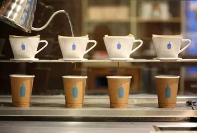 日本人排隊4小時竟只為喝這杯「性冷淡」咖啡,這個火爆全球的小藍瓶分分鐘秒殺星巴克!
