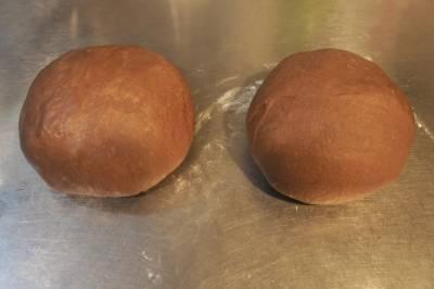 簡單完成《紅酒脆皮巧克力吐司》!超人氣烘焙女王辣媽教你玩菠蘿,加入「這一味」更有情趣...