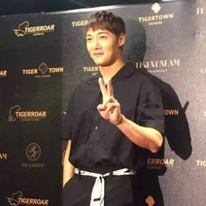 Tigerroar韓虎嘯特別邀請隧道男主角崔振赫為品牌開幕活動擔任剪綵嘉賓