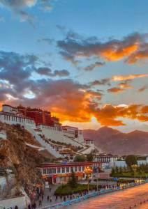 西藏是一種病,不去治不好; 新疆是一種癮,去過戒不掉