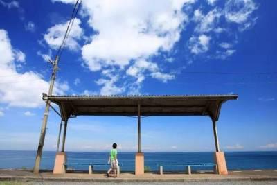 誰說看海一定要去海灘?日本這5座海邊車站能把你美到「昏厥」!