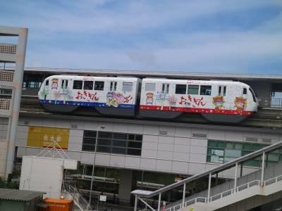 孩子最期待的沖繩電車之旅!全程有15個站,搭完全程只要27分鐘,彷彿空中散步一般...