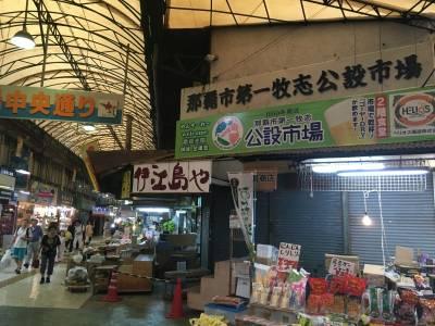 買完當地新鮮魚貨就可以請餐廳代客料理!人稱「沖繩廚房」的地點在這...日文不通的也沒問題哦!