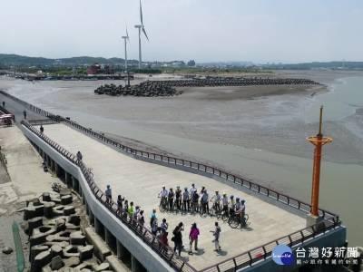 欣賞無敵海景夕陽 新竹海山漁港觀海平台啟用