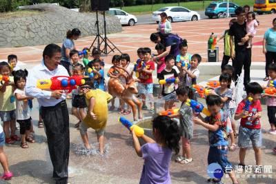讓親子可以玩水消暑 鹿港親水設施正式啓用