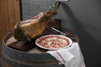 我賣伊比利火腿也切肉 侍肉師就是專業咖