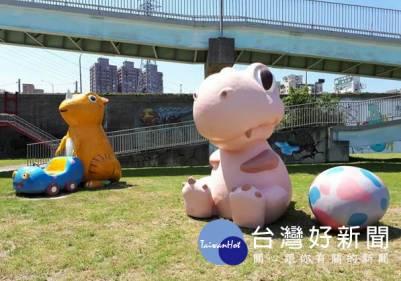 華中橋下恐龍園區 新增粉紅可愛龍及恐龍蛋