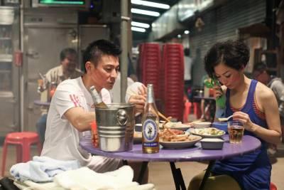 跟著劉德華在香港大排檔乾杯