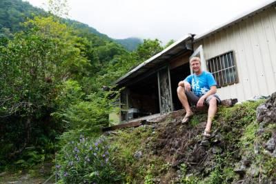 改造破舊鐵皮屋 南非老外在東澳的夢想生活